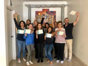 Un grupo celebrando su participación al programa 8 semanas de Mindfulness