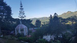 Amanecer con vista a ermita de oración y paz