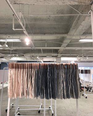 Telas de fibras naturales, de material suprareciclado y sostenible.