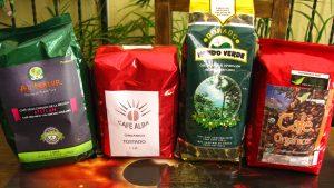 Bolsas de café orgánico, procesado por grupos de mujeres en las cooperativas