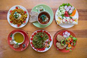 Deliciosas comidas y bebidas hecha por cocinero locales